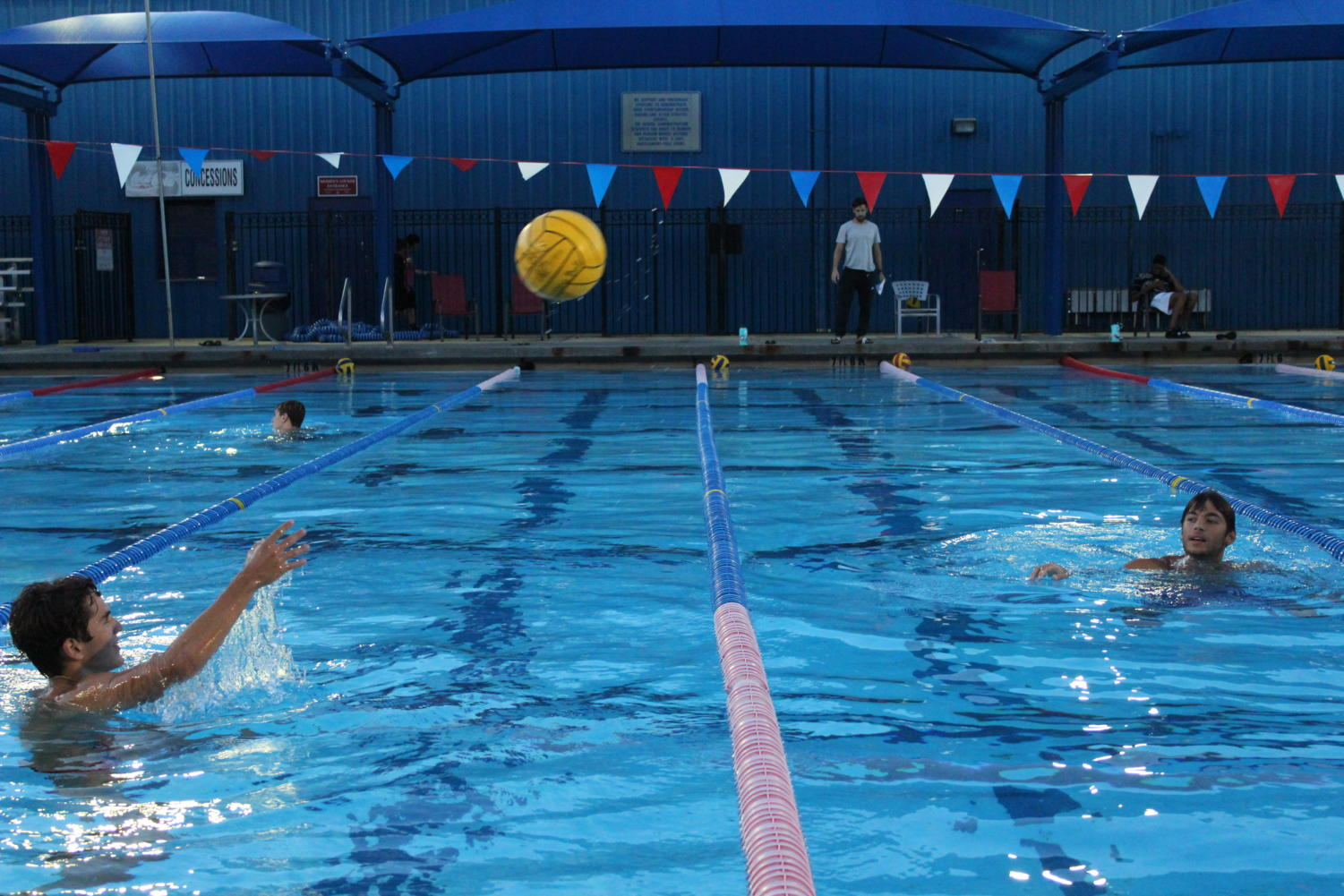 Sophomore+Miles+Banks+starts+passing+and+treading+drills+with+Freshman+Nicholas+Vakordjian+practice+passing+along+lane+lines.+These+passing+drills+are+often+at+the+beginning+of+practice+when+the+lane+lines+are+in+the+water.+This+is+so+players+can+tread+up+and+down+along+the+pool+while+passing.+