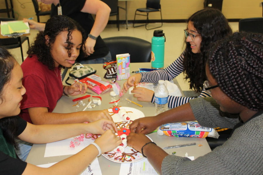 On September 11th Ms. Resnicks Ap Psychology class modeled a neuron out of candy. This activity is assigned on an annual basis and is a hit among Psych students.
