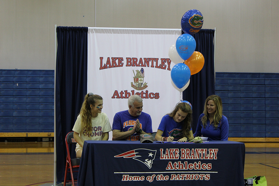 Ashley+Klingenberg+signs+to+the+University+of+Florida+on+February+6th.+Klingenberg+was+signing+along+with+her+mom%2C+dad+and+twin+sister.