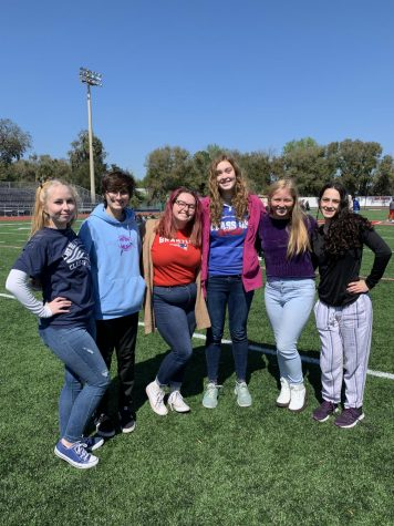 A group of seniors pose for a photo during Senior Lunch. Many seniors, like this group, used Senior Lunch as an opportunity to make memories and take photos to last long after graduation.
