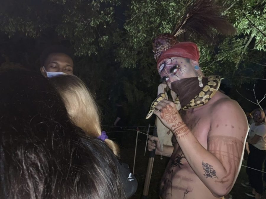 One of the actors that walked around wore a snake around his neck and put on fire shows for guests. He also participated in scaring people waiting in the line.